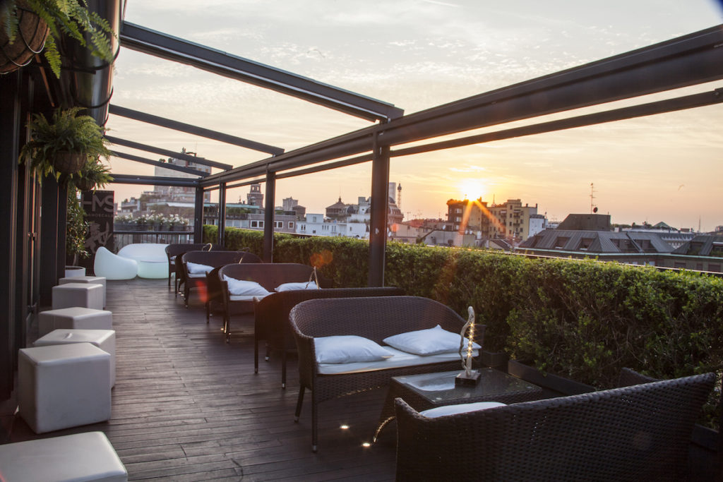 Sky Terrace Milano Scala panorama aperitif finger food sunset italy